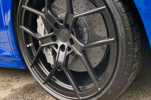 Audi R8 new wheel and ceramic brakes