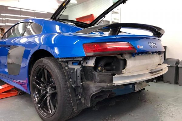 Audi R8 rear bumper off